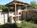 Одноэтажный кирпичный дом с камином недалеко от моря